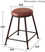 The bar is decorated with high stools.Retro Küche